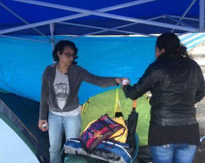 Las activistas en huelga de hambre piden la renuncia del presidente Otto Pérez Molina. (Foto Prensa Libre: Erick Ávila)