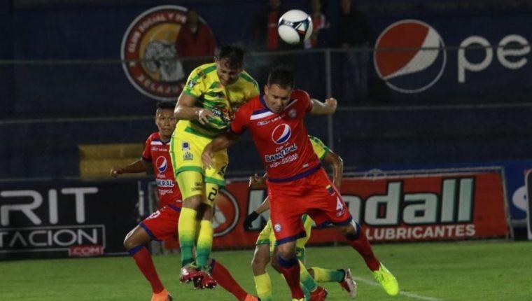 El triunfo del Xelajú MC ante Guastatoya coloca en tercer lugar de la tabla a los chivos con 11 puntos. (Foto Prensa Libre: Raúl Juárez)