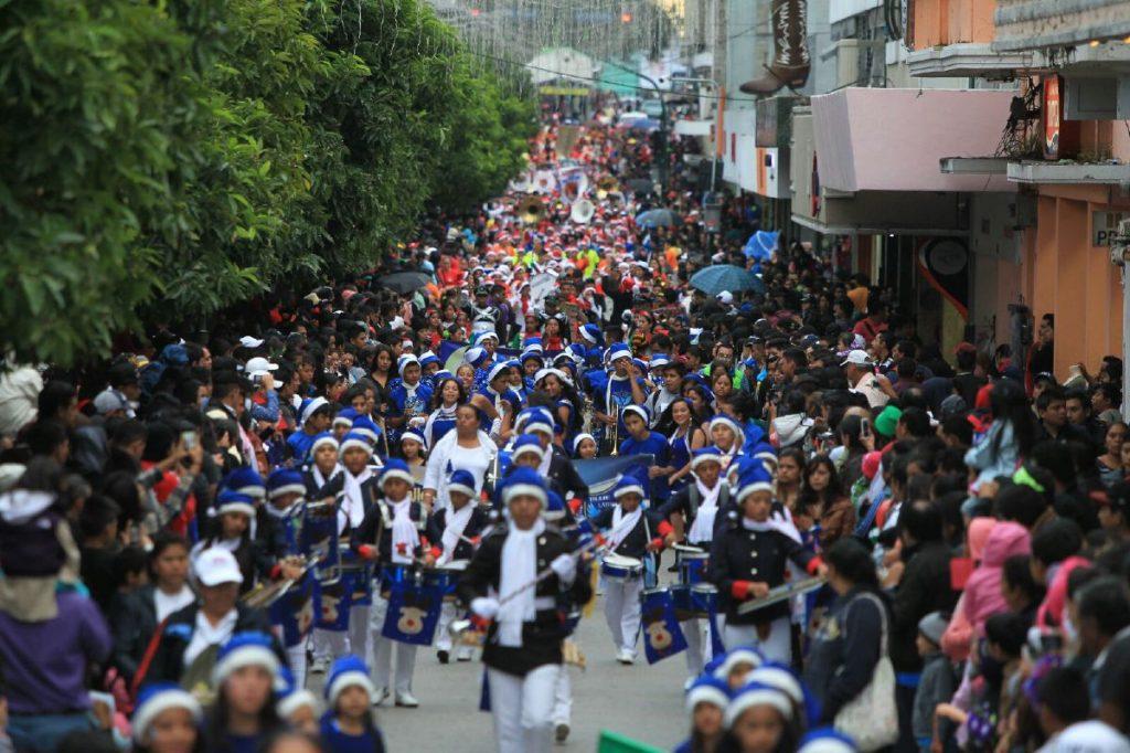 El desfile abarco más de 12 cuadras.