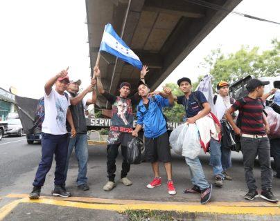 Hondureños dicen adiós a la capital y preguntan dónde está Ciudad Tecún Umán