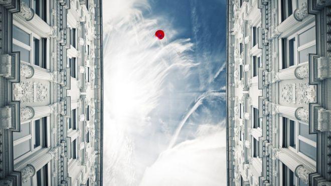 ¿Cuán alto puede volar un globo de helio? ¿Puede llegar a la atmósfera?