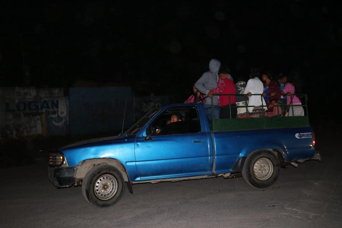 Los pobladores temen ser alcanzados por la erupción.