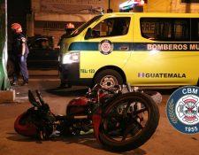 Un accidente de tránsito ocurrido en la 15 avenida y 13 calle de la zona 6 capitalina dejó como saldo un motorista muerto. (Foto Prensa Libre: Bomberos Municipales)