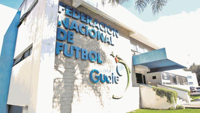 Los malos manejos en la Fedefut vuelven a desnudar la corrupción en el futbol nacional.(Foto Prensa Libre: Hemeroteca PL)