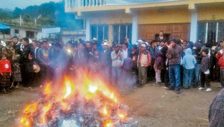 inconformes quemaron papeletas en Pueblo Nuevo Viñas, Santa Rosa.
