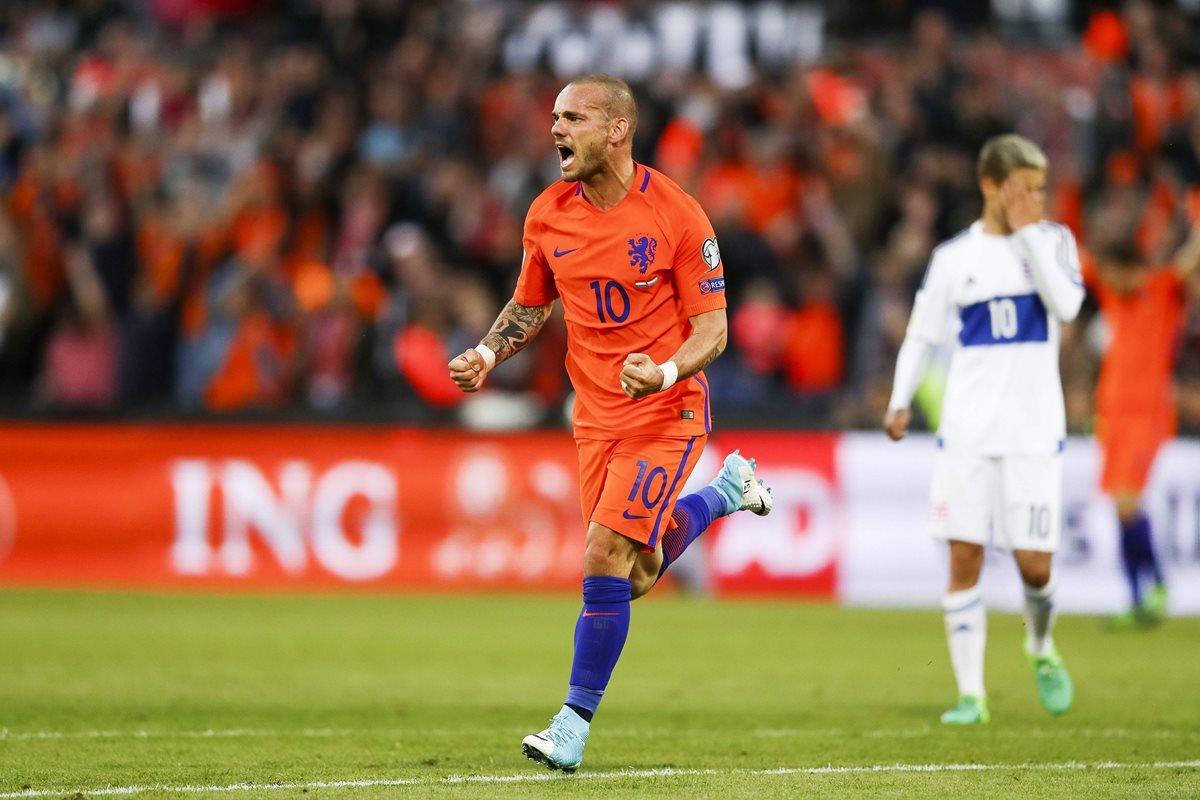 """Niza anuncia un """"principio de acuerdo"""" con el holandés Wesley Sneijder"""