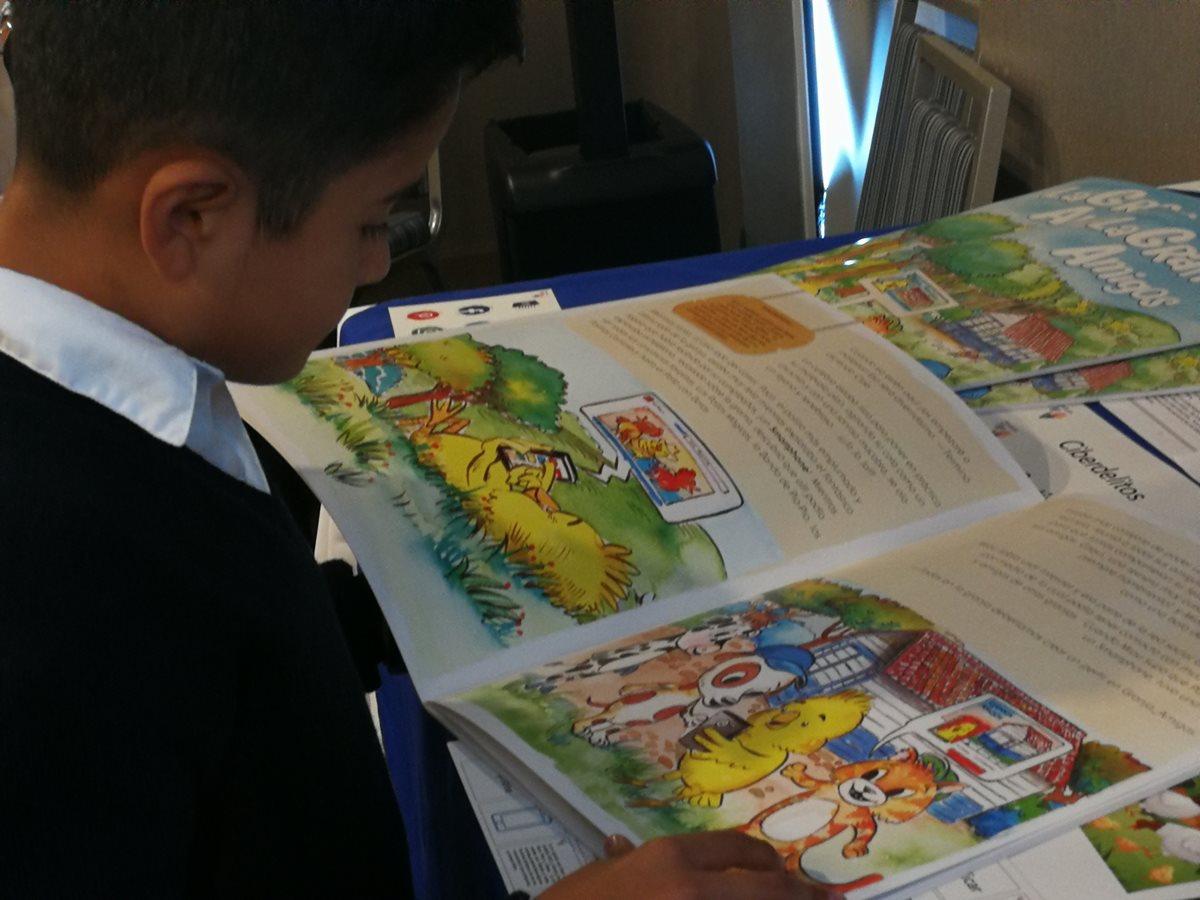 Fundación Tigo desarrolló material didáctico para que docentes enseñen en las aulas el uso responsable de las redes sociales. (Foto Prensa Libre: Ana Lucía Ola)