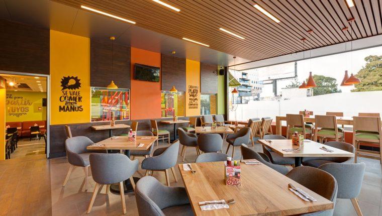El restaurante número 135 se ubica sobre el Bulevar Los Próceres y posee instalaciones amplias, dos niveles de atención a mesas. (Foto Prensa Libre: Cortesía)