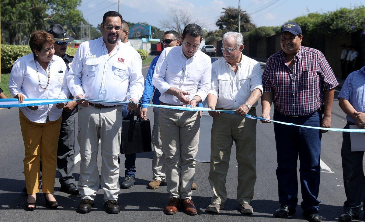 El presidente Jimmy Morales inauguró este jueves la carretera Cito Zarco dónde criticó las denuncias de la Contraloría General de Cuentas. (Foto Prensa Libre: Gobierno de Guatemala)