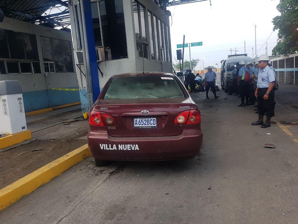 Tres mueren en accidente de taxi frente a la Portuaria Quetzal