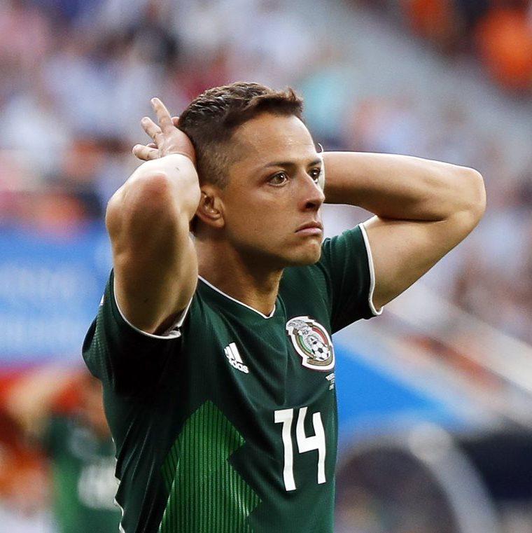 Javier 'el Chicharito' Hernández muestra su decepción en la derrota de México 3-0 contra Suecia. (Foto Prensa Libre: EFE)
