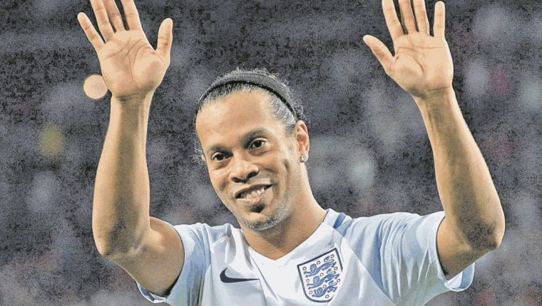 Ronaldinho se retirará con un partido que realizará posiblemente después del Mundial de Rusia 2018. (Foto Prensa Libre: Hemeroteca PL)