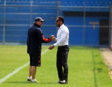 Gustavo Machaín —izquierda— y Selvin Ponciano, tuvieron una breve conversación ayer. (Foto Prensa Libre: Carlos Vicente)