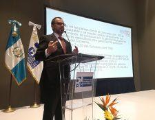 Hernán Coronado especialista de la OIT expuso en un foro los alcances del Convenio 169 sobre consulta a pueblos indígenas y recomendó institucionalizar el proceso. (Foto Prensa Libre: Urías Gamarro)