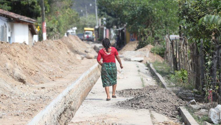 En Chicuxtín, en Cubulco, Baja Verapaz, se implementan sistemas de drenajes y de agua entubada. La obra está entre los 15 proyectos que se financia con Q12.6 millones. (Foto Prensa Libre: Erick Ávila)