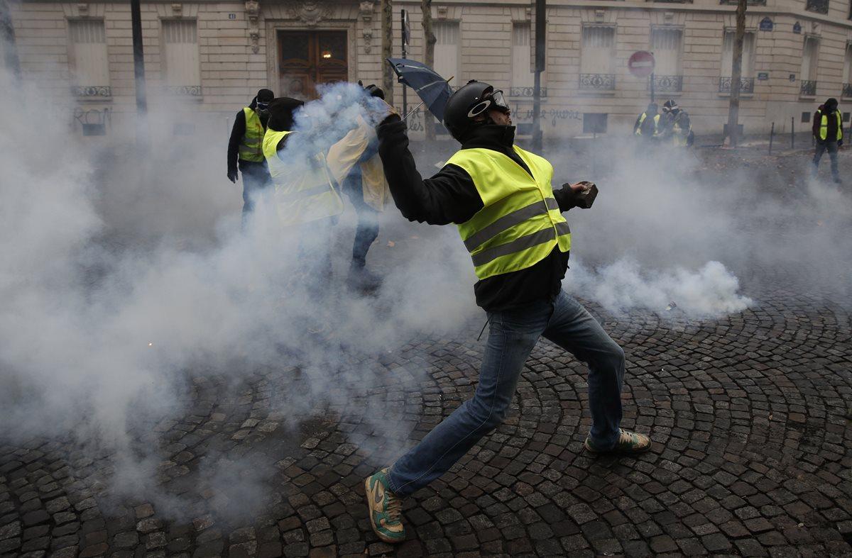 Los manifestantes, denominados chalecos amarillos, no tienen ninguna afiliación política. (Foto Prensa Libre: EFE)