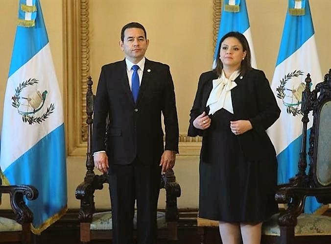 El presidente Jimmy Morales junto a la canciller Sandra Jovel. (Foto Prensa Libre: Hemeroteca PL)