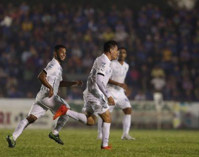 Robin Betancourth respondió con un gol a los insultos y silbidos de los aficionados de Cobán