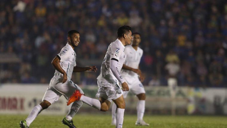 Robin Betancourth anotó un golazo de tiro libre contra Cobán Imperial. (Foto Prensa Libre: Francisco Sánchez)