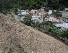 Casas soterradas y cientos de vidas perdidas fueron el saldo del alud en el caserío El Cambray 2 en Santa Catarina Pinula. (Foto Prensa Libre: Hemeroteca PL).