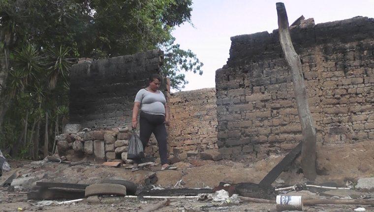 Vivienda que fue consumida por el fuego en Nueva Santa Rosa, Santa Rosa. (Foto Prensa Libre: Oswaldo Cardona)