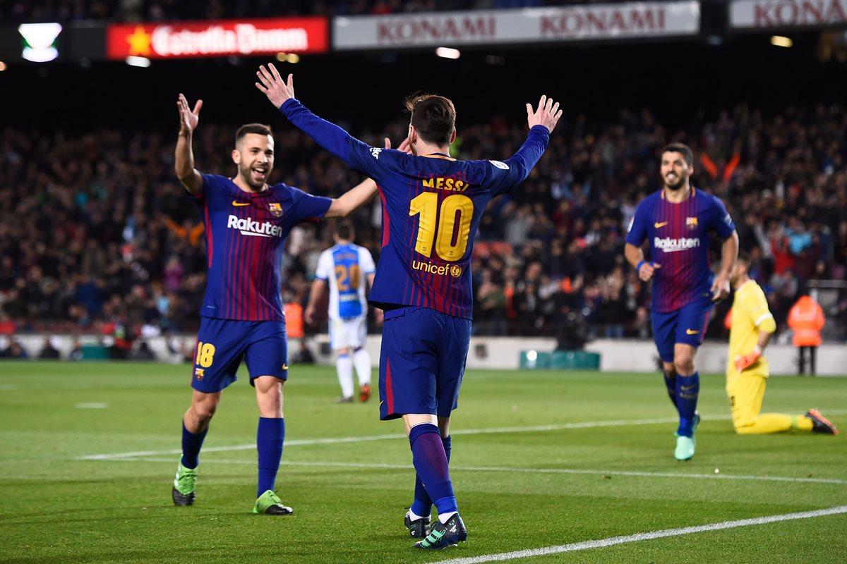 Messi puso de pie al público del Camp Nou con un fascinante triplete. (Foto Prensa Libre: AFP)