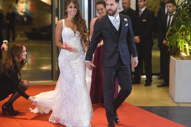 Varios ex compañeros de juego de Messi llegaron al a boda tales como Cesc Fábregas, Xavi Hernández, Carles Puyol y Samuel Eto'o y los albicelestes Sergio Agüero y Ezequiel Lavezzi.