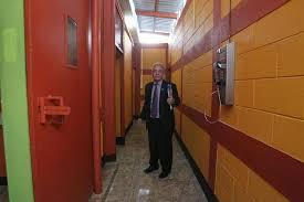 El Juez de Mayor Riesgo B, Miguel Ángel Gálvez, inspeccionó en julio del 2016 dicho centro carcelario. (Foto, Prensa Libre: Hemeroteca PL)
