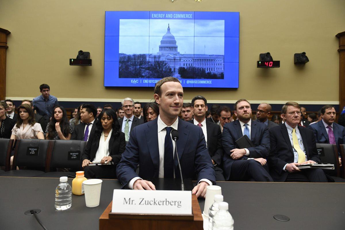 Zuckerberg afirma que también sus datos fueron a parar a Cambridge Analytica
