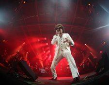 Enrique Bunbury sorprendió a sus seguidores al interpretar un repertorio completo. (Foto Prensa Libre: Keneth Cruz).