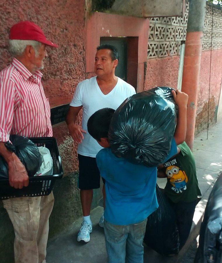 Ubaldo agradece por la ayuda recibida. (Foto Prensa Libre: Cortesía Glenda de Hernández).