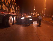 Un choque entre un tráiler y un picop cobró la vida de una persona. (Foto Prensa Libre: Marhnos)