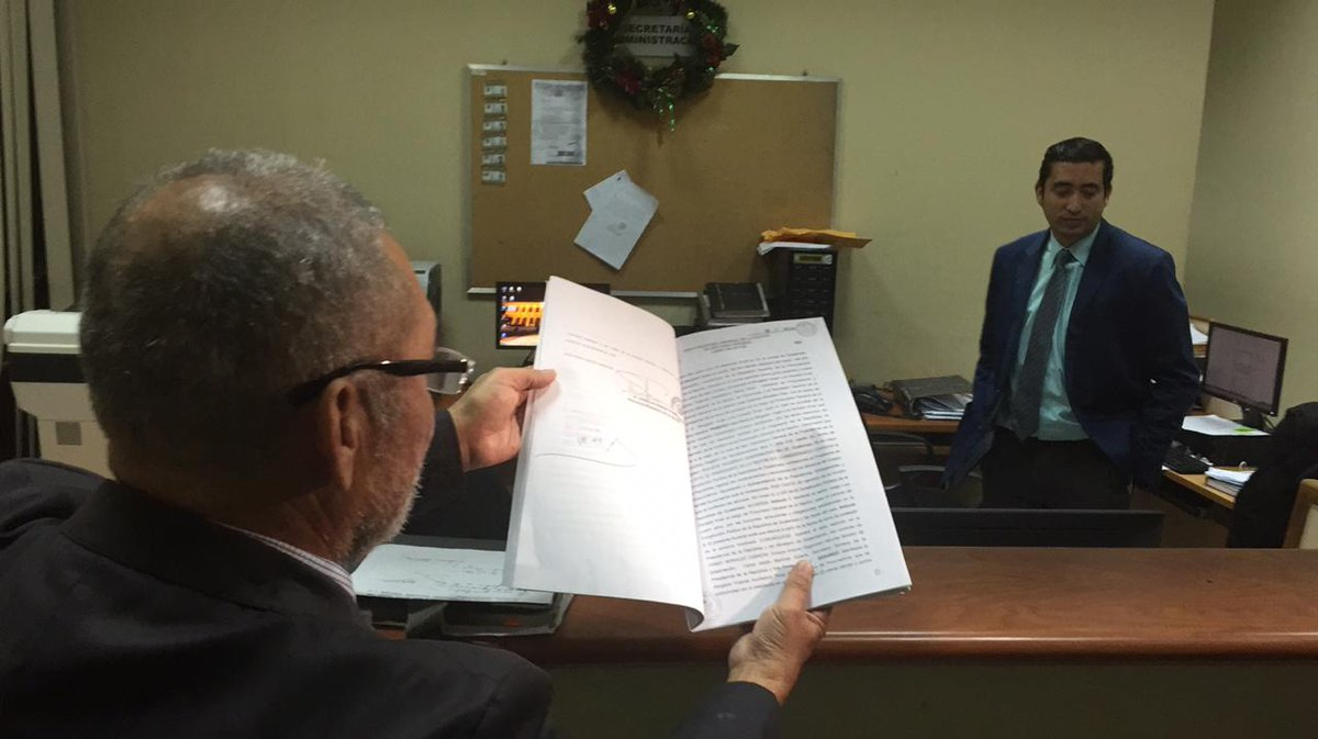 El abogado de la PGN, Evaristo Martínez, interpuso la querella en el Juzgado de Paz Penal. (Foto Prensa Libre: PGN)