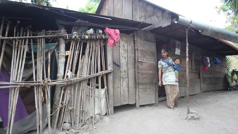 La pobreza extrema es uno de los factores que contribuyen a que los territorios se conviertan en expulsores de migrantes. (Foto Prensa Libre: Hemeroteca PL)