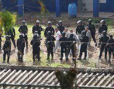 Fuerzas de seguridad realizan requisa en Centro Juvenil de Privación de Libertad, Etapa 2. (Foto Prensa Libre: Érick Ávila)