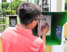 Una cabina Wifi se halla en el Parque Central de San Sebastián. (Foto Prensa Libre: Rolando Miranda)