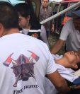 Ágape hace el traslado de una persona con problemas de páncreas, de la aldea El Zapotal, Petén, hacia un puesto asistencial. (Foto Prensa Libre: Cortesía Ágape)