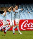 ENemanja Radoja celebra con su compañero, el gol marcado ante el Alavés. (Foto Prensa Libre: EFE)
