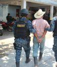 El anciano fue trasladado al Juzgado de Paz de Camotán, Chiquimula. (Foto Prensa Libre: Mario Morales)