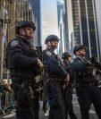 Agentes de la Policía de EE. UU. vigilan las actividades públicas por el Día de Acción de Gracias. (Foto Prensa Libre: AP).