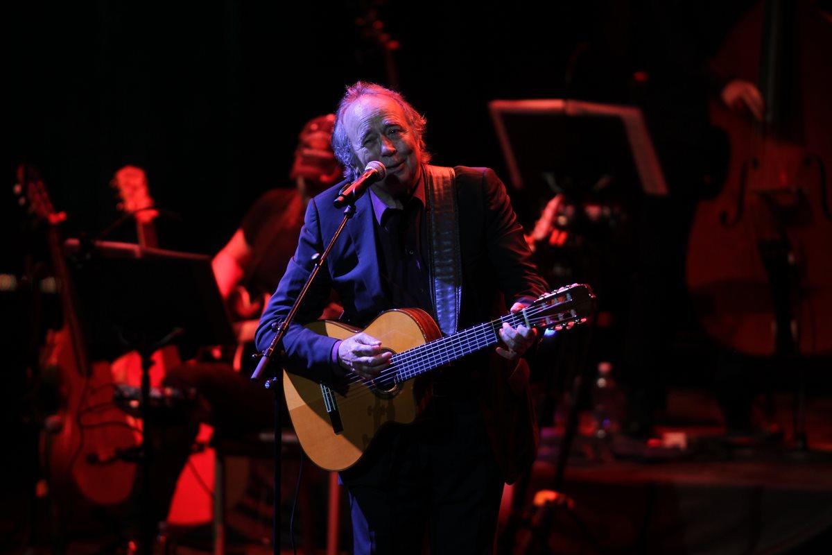 Serrat desbordó de sentimientos en concierto con su inigualable estilo
