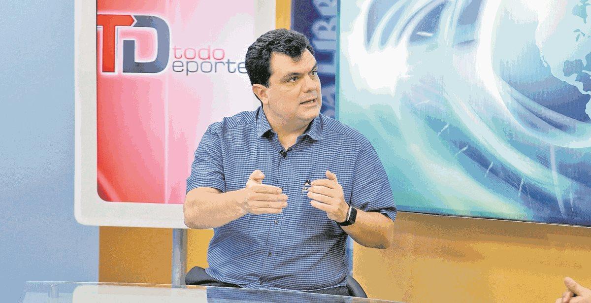 Los estatutos alterados ayer por la cúpula de la Fedefut estarían beneficiando al empresario Gerardo Paiz Bonifasi, en su lucha por ser el máximo jerarca del futbol nacional (Foto Prensa Libre: Hemeroteca PL)