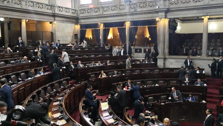 Los diputados discutirán hoy las reformas a la Ley Electoral con el fantasma del transfuguismo de por medio. (Foto Prensa Libre: Carlos Álvarez)