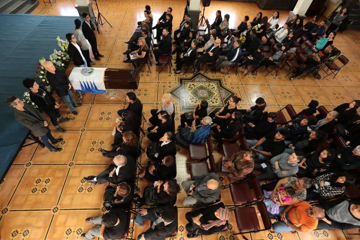 Homenaje al artista Víctor Hugo Valenzuela se realizó en el Paraninfo Universitario. (Foto Prensa Libre: Álvaro Interiano)