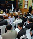 Fiscales de partidos políticos y magistrados del TSE reunidos. (Foto Prensa Libre: Edwin Bercián)