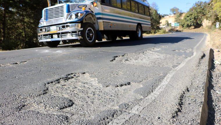 Daños que se observan en la ruta que comunica San Juan Ostuncalco, Quetzaltenango, con San Marcos. (Foto Prensa Libre: C. Ventura)