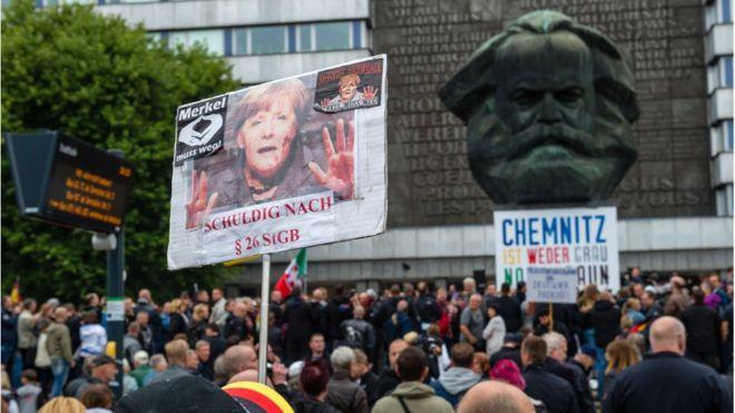Los manifestantes de extrema derecha se reunieron en la Plaza Carlos Marx de la ciudad. (AFP)