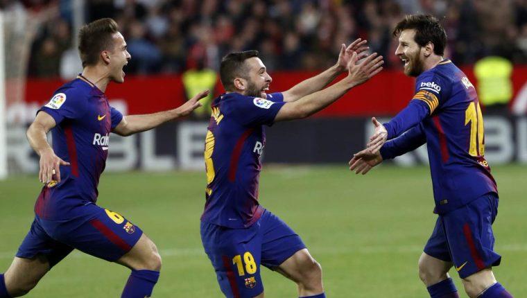 Lionel Messi rescató al Barcelona en casa del Sevilla. (Foto Prensa Libre: Twitter @@FCBarcelona_es)