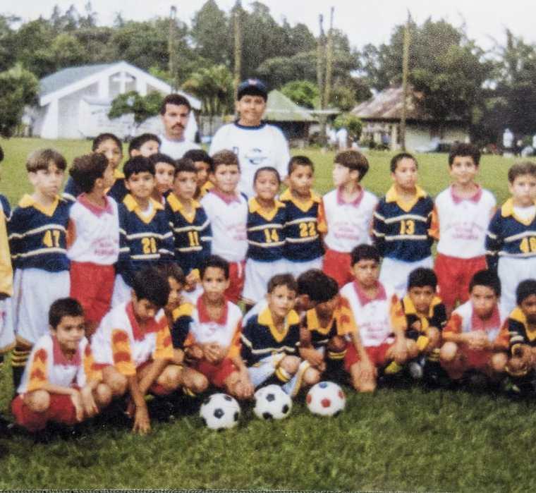 Una foto del recuerdo del equipo el Pedrogoso con Keylor Navas como portero. (Foto Prensa Libr: AFP)