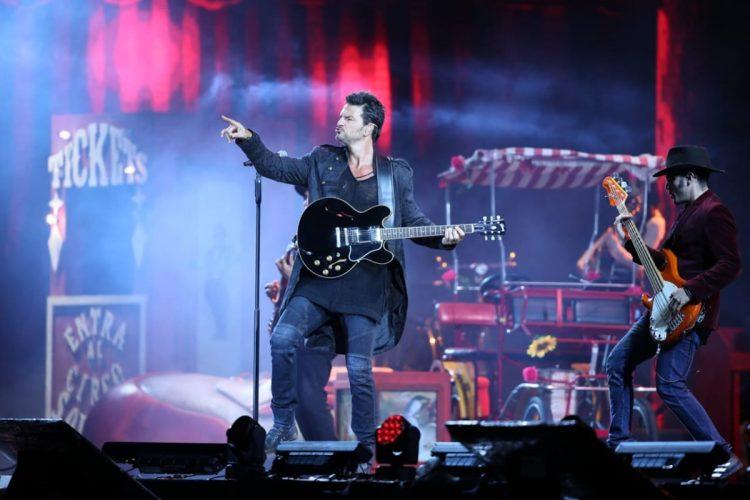 Con un lleno casi total Cardales de Cayalá vibró con el público mientras Arjona presentaba su show.